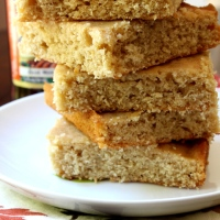 Pumpkin Ale Brown Butter Blondies + Happy 1 Year Uni Homemaker!
